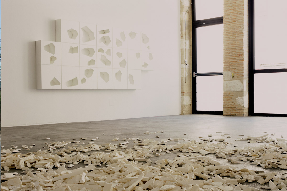 Exposition de Sébastien Vonier, artiste accueilli en résidence à Pollen, Monflanquin, 2004